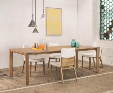 Dřevěné jídelní stoly